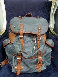TOUGH皮製潮牌 後背包 扣帶是皮革