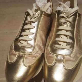 Louis Vuitton Sneakers Size 38