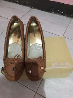 Sepatu asli michael kors size 8.. masih bagus dan lengkap dengan box
