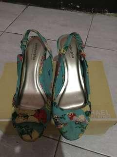 Sepatu comfort plus size 8. Jarang dipakai kramaan di simpan di ral sepatu