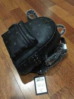MCM STARK BAG ( brand new ) Come with cert