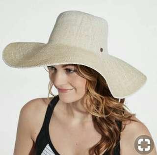 BNWT Carrie Underwood Floppy Summer Hat