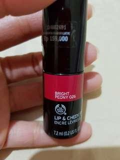 Lipstick dan pemerah pipi