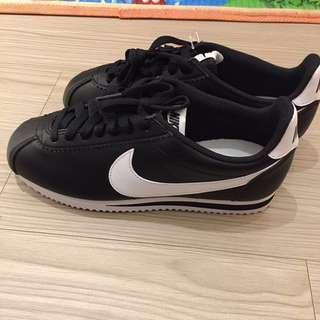 🚚 (二手)9.5成新韓國帶回Nike 阿甘鞋 黑底白勾(女鞋)