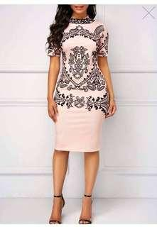 💋Elegant bodycon dress 💰350 🎆Fits up to semi large *Kl *ss #es