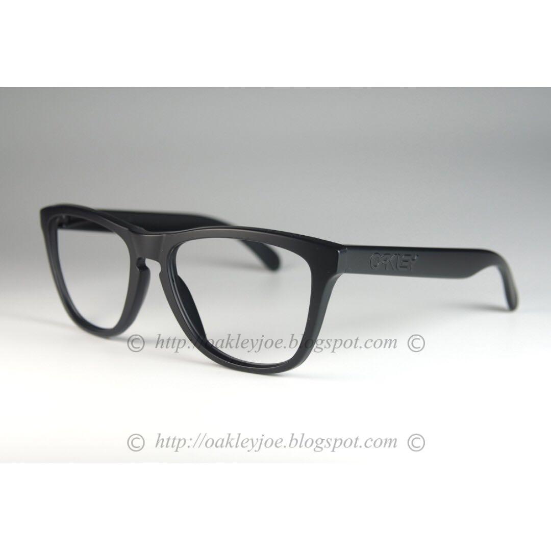 c2ea8775f1e BNIB Oakley Frogskins matte black covert frame only