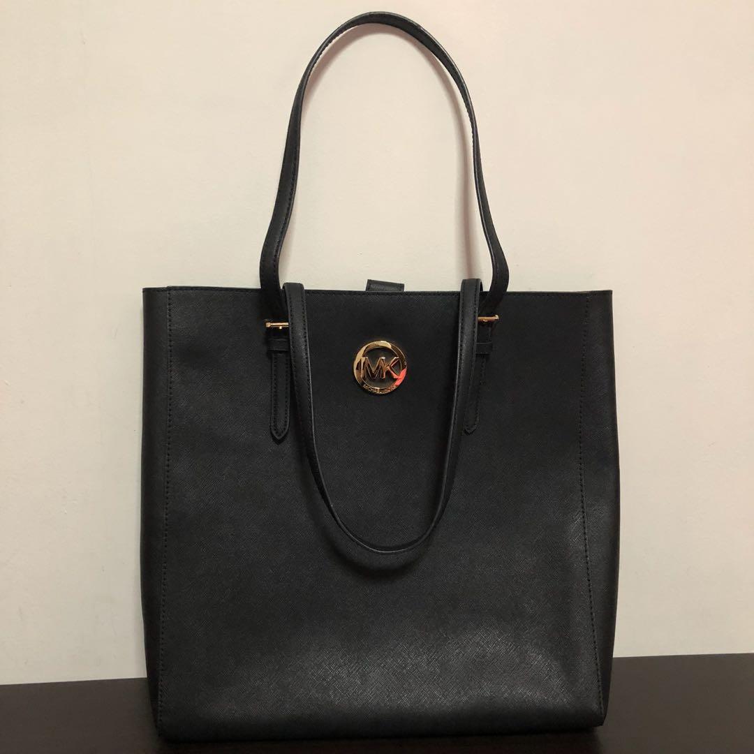 1bd8cea3a38bd0 Michael Kors Tote Bag, Luxury, Bags & Wallets, Handbags on Carousell
