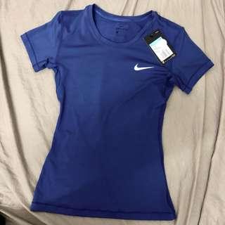 🚚 全新 Nike 緊身 運動上衣 短T