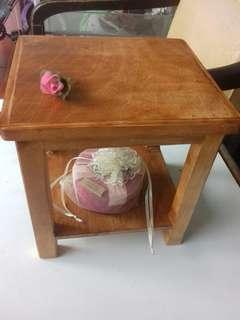 Meja kayu mini