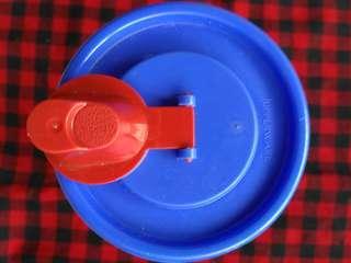 Botol Air Merah Biru Serbaguna