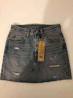 NEW Levi's deconstructed skirt sizes 24 and 26 - Retail: $100