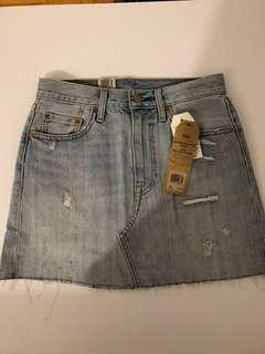 NEW Levi's Light Denim Skirt - size 26 - Retail: $100