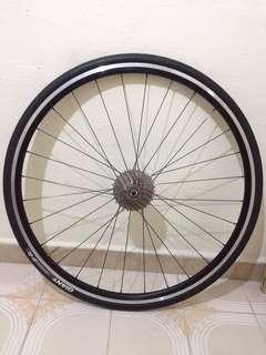 Giant P-R3 wheel with 10 speed cassette