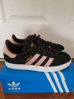 Adidas black/pink Gazelle