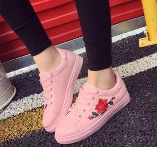 Rose embroidery pink sneakers