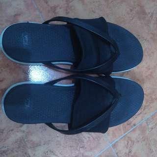 Dirty Laundry memory foam sandals