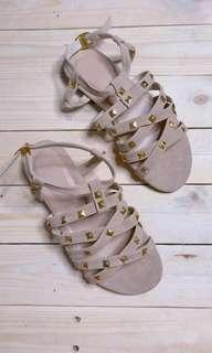 Trend studded flat sandals