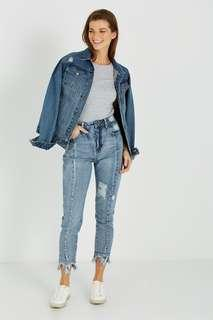 High rise relaxed 90s jean distressed