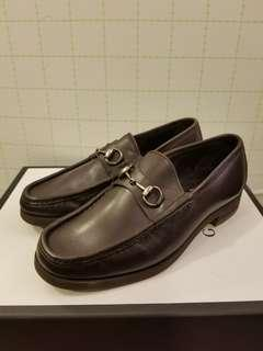 Gucci MEN  41E brown leather loafers