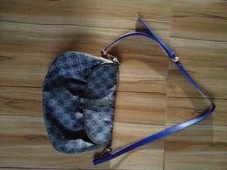 Authentic samzie sling bag