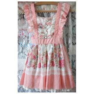 類 lisa 圍裙造型雪紡紗印花洋裝