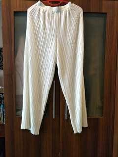 Pleated white panta