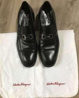 PRELOVED AUTHENTIC Well-Cared for - Salvatore Ferragamo Executive styled dress shoes - MADE IN ITALY