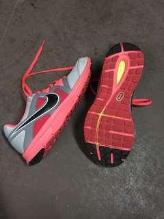 Nike womens 7.5 Lunafly 3 sneakers