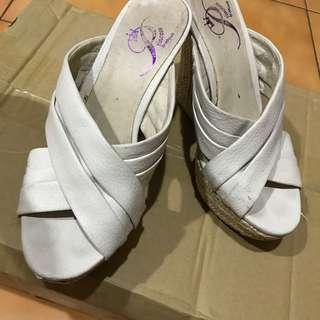 🚚 械型涼鞋 37號