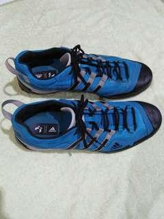 Adidas traxion authentic