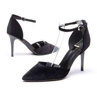 BNWT Daphne Pointed High Heels