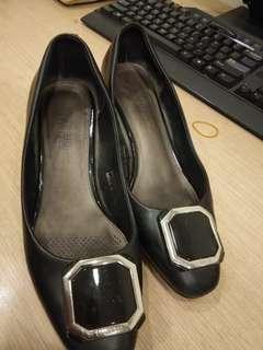 Sepatu Kerja Everbest warna hitam