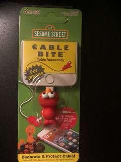 芝麻街 Elmo cable bite