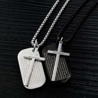 《 QBOX 》FASHION 飾品【C100N1448】精緻個性基督教聖經十字架鈦鋼墬子項鍊(二色)