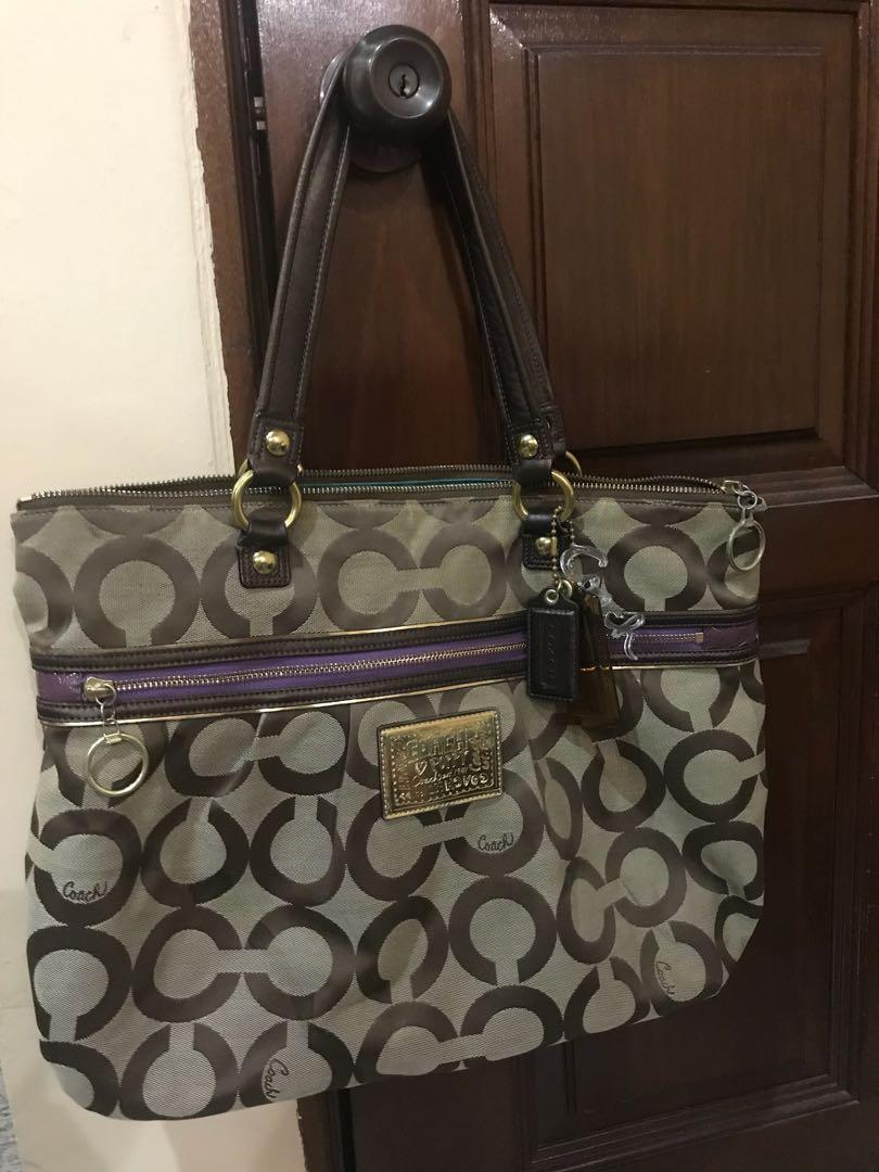 d19a9f328a Authentic Coach Poppy Bag with Classic C Design