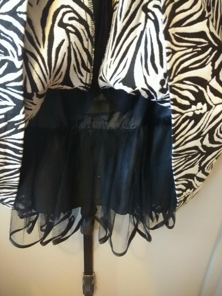 Cue dress - black and white (AS NEW)