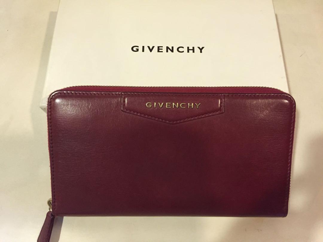 e74902ab73 Givenchy antigona wallet, Women's Fashion, Bags & Wallets on Carousell