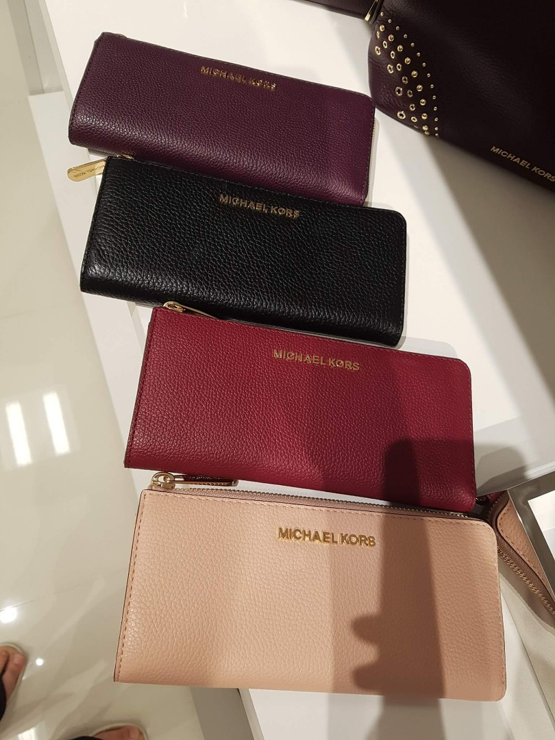 0a51a6bd04f0 MICHAEL KORS Leather Long Wallet