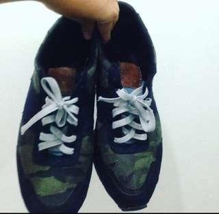 H&M Sneakers- Size 10