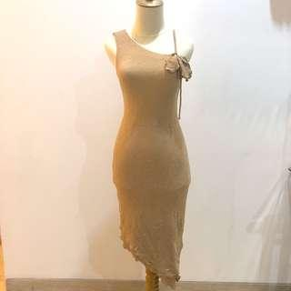 Review Gold Dress
