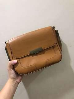 Warehouse slingbag