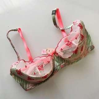 $67 BNWT push up Victoria's secret lace bra size 32D