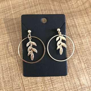 Minimalist gold leaf dangling loop earrings