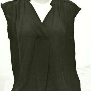 Sleveless blouse hitam