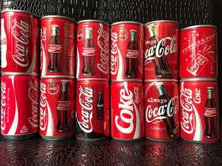 出售大量收藏可樂,特別板,限量板,陳年可樂樽,可樂罐,可樂鋁罐,可樂車仔和其他可樂物品。 可樂罐全部$10一罐,其他問價,另有好多相片,不能盡錄。