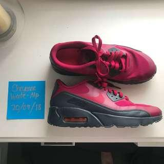 Nike Air Max size 7Y (8-8.5 women's)