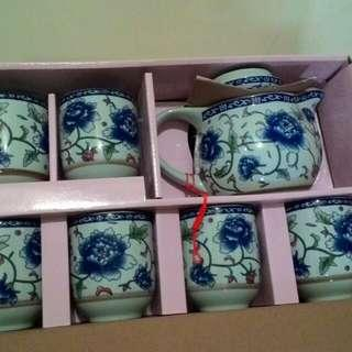 泡茶水壺與杯子瓷器