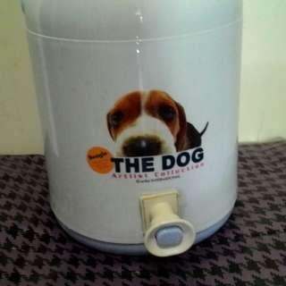 冷水壺或飲料桶