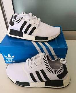 🚚 INSTOCK Men's Black and White Sports Shoes
