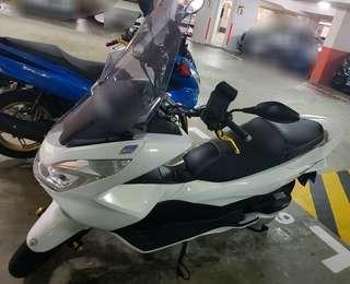 PCX150 white keyless auto motorbike